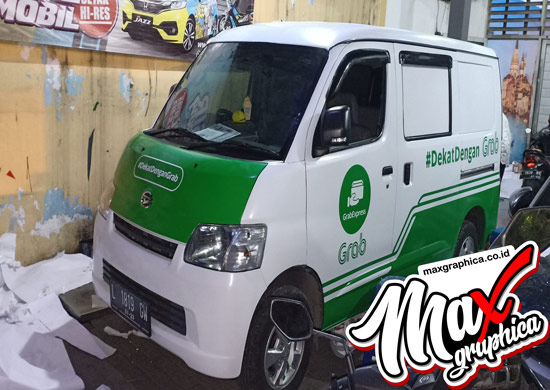 branding-mobil-granmax-minibus-grab-1-maxgraphica